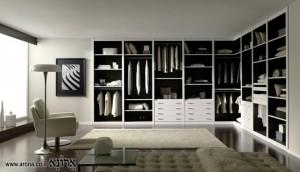 חדר ארונות הכולל מדפים, מגירות ומתלים