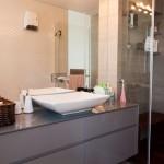 ארון אמבטיה אפור מודרני