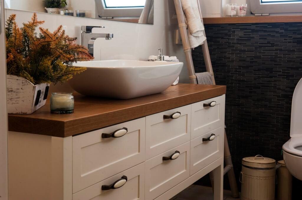 כיצד לבחור את ארון האמבטיה המושלם - ארון אמבטיה 6 דלתות מודרני - ארונא