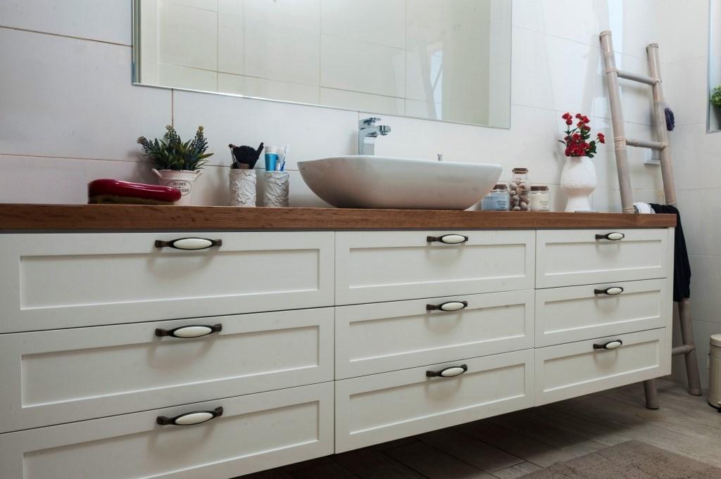 ארון לאמבטיה תלוי לבן