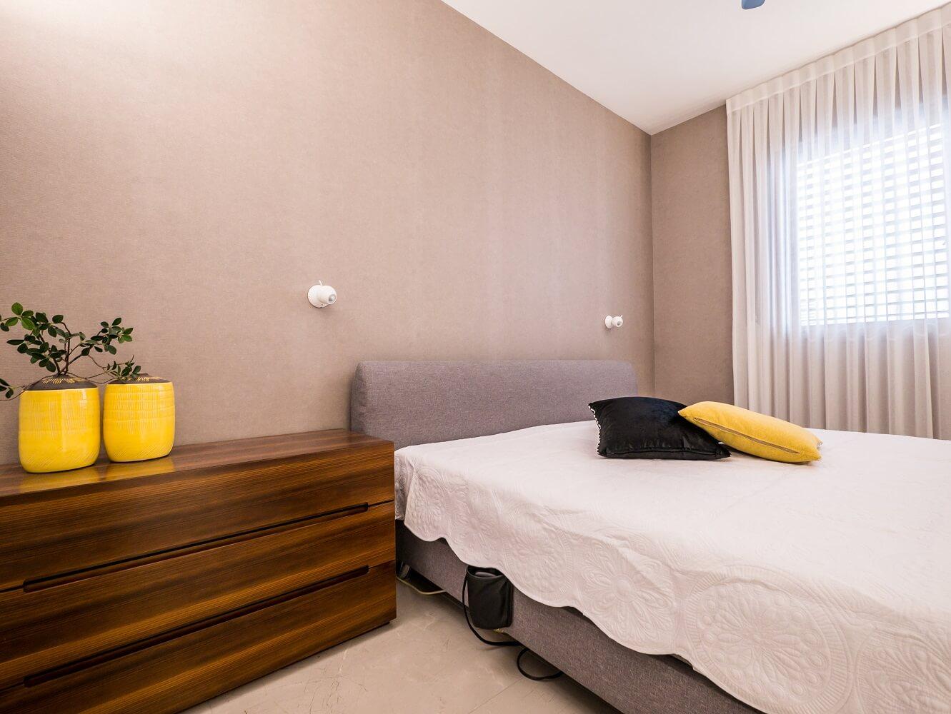 שידה יוקרתית מעץ לחדר השינה