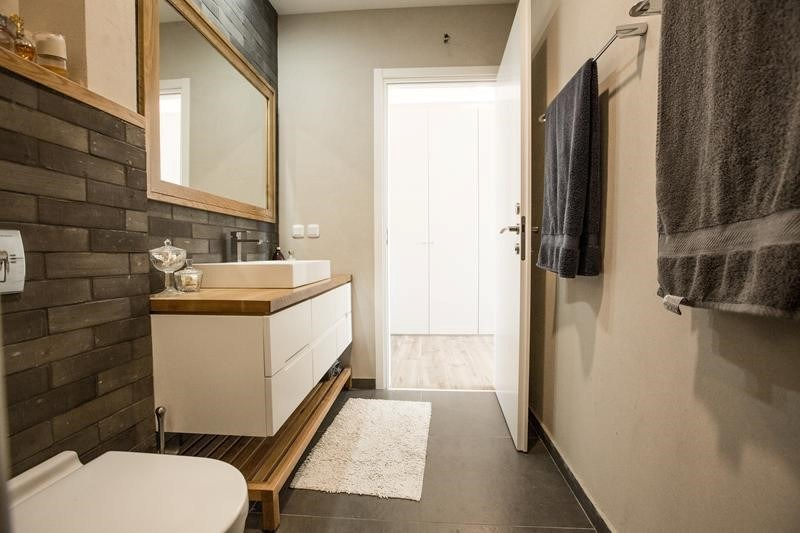 ארון אמבטיה תלוי עם כיור